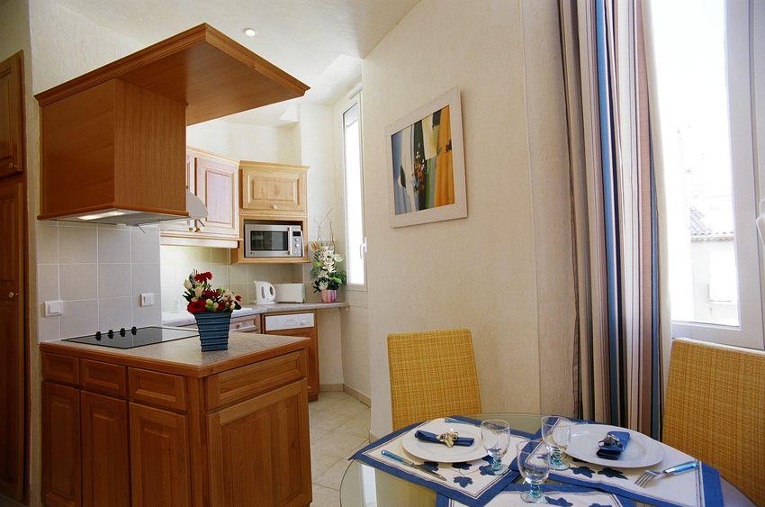 location studio meubl vacances cannes climatisation internet wifi. Black Bedroom Furniture Sets. Home Design Ideas
