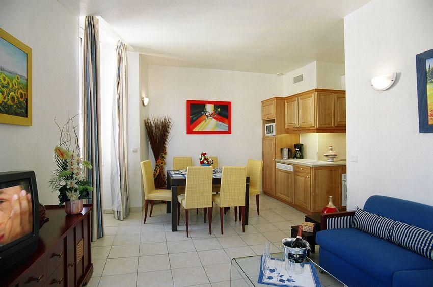 Cannes location meuble appartement 5 pi ces internet wi fi for Location meuble cannes
